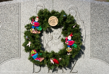 Holy Family with Wreath - NY